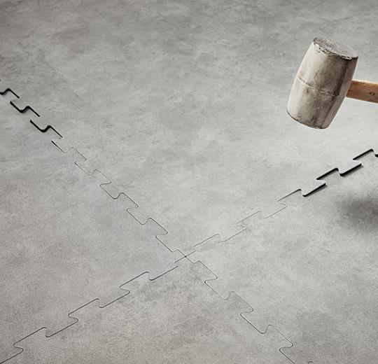 Vinilinės grindys plytelėmis Forbo Allura Puzzle grigio concrete