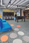 Vinilinės grindys plytelėmis Forbo Allura Material pink terrazzo circle