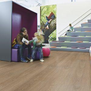 Vinilinės grindys plytelėmis Forbo Allura Puzzle natural giant oak