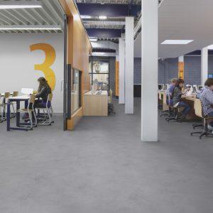Vinilinės grindys plytelėmis Forbo Allura Material grey cement (50x50 cm)