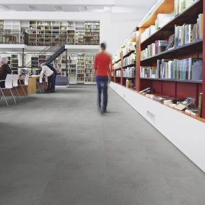 Vinilinės grindys plytelėmis Forbo Allura Material smoke cement (50x50 cm)